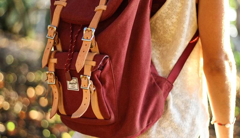 le-postiche-incentiva-doacao-de-mochilas-para-criancas-carentes