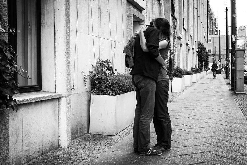 Dia do Abraço: internautas comemoram data e enchem redes sociais de fofura; veja reações