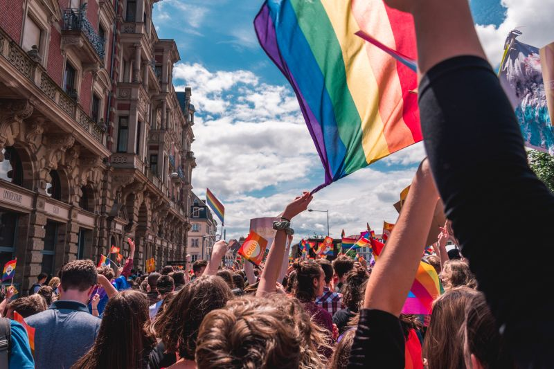 Empresa cria série em homenagem ao mês do orgulho LGBT