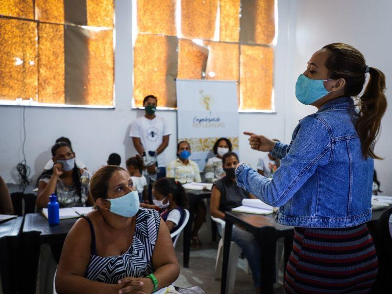 Projeto capacita mulheres em situação de refúgio