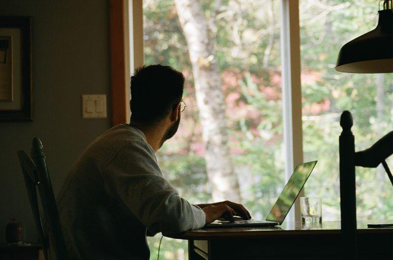 Dicas para cuidar da postura corporal no home office