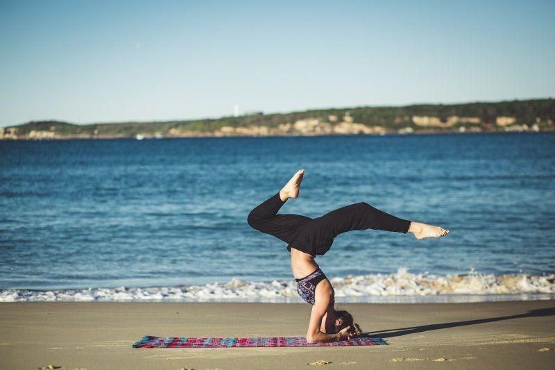 Aulão gratuito comemora o Dia Internacional do Yoga; veja como participar