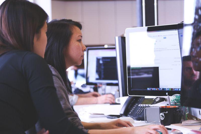 Executivos ensinam marketing digital a jovens carentes e fomentam oportunidades de carreira
